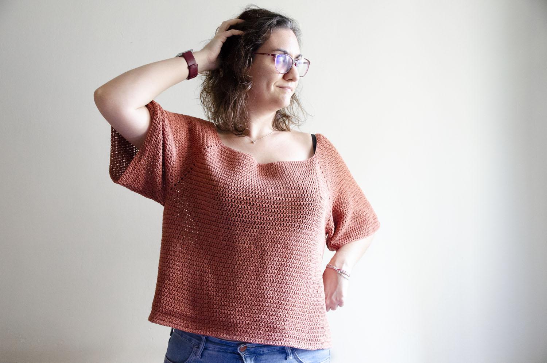 Top Brisa - Hecho con algodón de Drops, gama Safran, color rojo arcilla - Patrón de Made in Rox